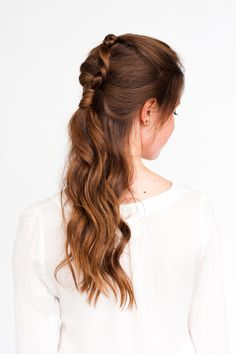 Hair Styles 2018 Pony Up: A Half Up Pony Braid Hair Tutorial – Paper and Stitch Discovred by : Byrdie Beauty Braided Hairstyles For Wedding, Braided Hairstyles Tutorials, Cool Hairstyles, Hair Tutorials, Beauty Tutorials, Party Hairstyles, Brown Curly Hair, Long Brown Hair, Short Hair Hacks