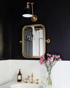 Beautiful guest bath (via @erinkestenbaum) #schoolhouseliving #schoolhouseelectric #BathroomDesign