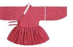 철릭은 첩리帖裡, 천익天翼 등으로 불렸으며, 16세기 중반까지는 관복인 단령 밑에 받쳐 입는 받침옷이었으나 중종 때 이후 융복戎服이 되어 상하를 막론하고 착용하는 일종의 군복이 되었습니다. Korean Traditional Dress, Traditional Dresses, Korean Dress, Korean Outfits, Modern Hanbok, Cheongsam, Historical Clothing, Dress Outfits, Two Piece Skirt Set