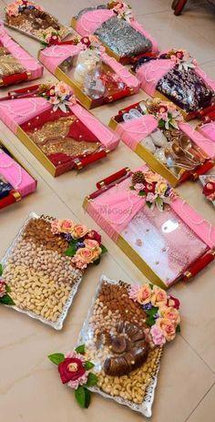 Indian Wedding Gifts, Creative Wedding Gifts, Desi Wedding Decor, Diy Wedding Decorations, Bridal Gift Wrapping Ideas, Wedding Gift Baskets, Wedding Gift Boxes, Diy Crafts For Gifts, Bridal Gifts