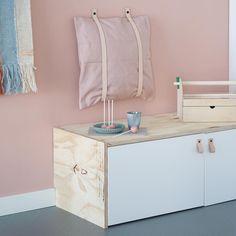 """Annelies Dorsman 🌿 on Instagram: """"Dit project duurde ook weer veel langer dan gepland. Eindelijk is het opgeruimd en kan ik jullie onze nieuwe speel- en zithoek laten zien…"""" Kids Play Corner, Instagram Handle, Floating Nightstand, Kids Playing, Kids Bedroom, Interior, Table, Furniture, Design"""