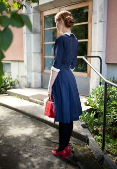 Vintage blue dress and red shoes. ❤    @Charlotte Boyer those new red shoes?