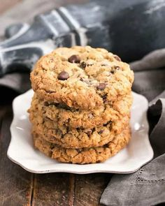 Loaded Cowboy Cookies Recipe - Chewy, buttery cookies with oats, chocolate chips, pecans and coconut Buttery Cookies, Galletas Cookies, Oatmeal Cookies, Chocolate Chip Cookies, Chocolate Chips, Oatmeal Cups, Baked Oatmeal, My Recipes, Dessert Recipes