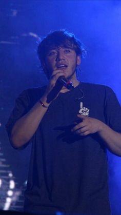 El chingon de todo Argentina :-V el mejor cantante del mundo !!