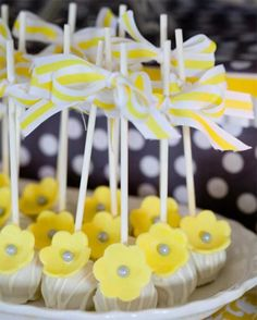 Cake Pops How-To for Baby Showers // babyshower.com