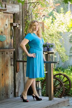 #GwynnieBee member Nikki Santacroce models Lands' End for her photo shoot in California