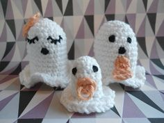 I anledning af Halloween er her lige nogle små hæklede spøgelser. Det er fden 31. oktober, det er halloween dag, men disse tager ikk...