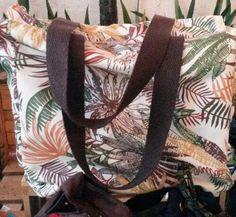 Bolsa de praia em tecido impermeável @flores.em.voce R $ 76,00