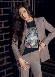 My Beauty, Asian Beauty, Jun Ji Hyun, Photorealism, Korean Dramas, Walking By, Korean Actresses, Aesthetic Girl, Walks