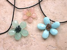Briolette Flower Pendant Tutorial  This looks similar to the instructions I bought from Rhonda