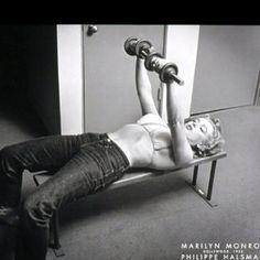 Marilyn Monroe using dumbells