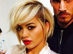 Coiffure : Rita Ora passe elle aussi au court !