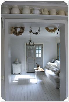 Swedish Decor Inspiration for Small Apartment - The Urban InteriorYou can find Swedish decor and more on our website.Swedish Decor Inspiration for Small Apartment. Style At Home, Swedish Decor, Swedish Interior Design, Interior Modern, Minimalist Interior, Modern Minimalist, Modern Decor, White Rooms, White Houses