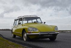 An entry from Fragments* Citroen Ds, Manx, Retro Cars, Vintage Cars, Psa Peugeot, Yellow Car, Safari, Flat Tire, Car Humor