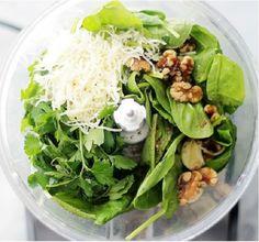 Spenótból és dióból olcsóbb a pesztó, de így is nagyon finom (Fotó: Pinterest)