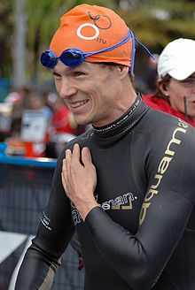 Simon Whitfield was born in 1975 in Kingston, Ontario Winner of the first Olympic gold medal in the Men's triathlon at the 2000 Games in Sydney, Simon Whitfield, capped it off with an equally dramatic silver medal in Beijing eight years later.