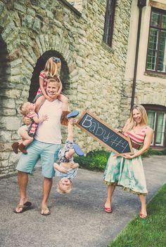 A fun pregnancy announcement! Cute Baby Announcements, Creative Pregnancy Announcement, Cute Pregnancy Announcement, Maternity Pictures, Baby Pictures, Baby Photos, Baby Shower Gender Reveal, Baby Gender, Baby Kostüm