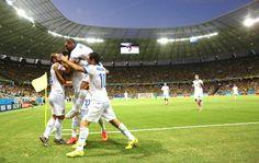 Samaris Comemora gol da Grécia contra a Costa do Marfim (Foto: Agência AP )