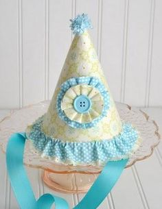 Cute party hats - you could recreate this