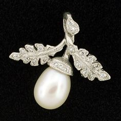 nMy favorite kind of acorn, a few diamonds just for fun!
