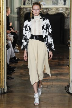 http://www.vogue.com/fashion-shows/spring-2016-ready-to-wear/veronique-leroy/slideshow/collection