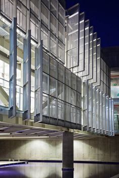 Image 1 of 74 from gallery of Sebrae Headquarters / gruposp + Luciano Margotto. Photograph by Nelson Kon Roof Architecture, Modern Architecture House, Concept Architecture, School Architecture, Sustainable Architecture, Architecture Details, Shading Device, Retail Facade, Solar Shades