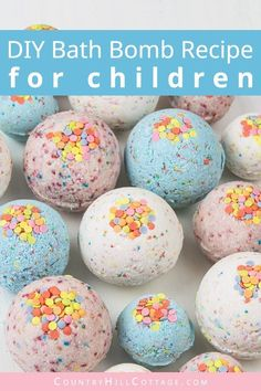 DIY bath bombs without citric acid or cream of tartar are an easy homemade bath bomb recipe for kids. These bath bombs turn a boring bath time routine into a fun experience for girls and boys. Learn how to make and customise these simple funfetti bath. Bath Fizzies, Bath Salts, Bath Bombs Epsom Salt, Bath Boms Diy, Best Bath Bombs, Diy Lush Bath Bombs, Organic Bath Bombs, Fizzy Bath Bombs, Fun Craft