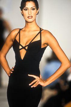 Yasmeen Ghauri / Herve Leger Runway Show F/W 1993 80s Fashion, Couture Fashion, Runway Fashion, High Fashion, Fashion Show, Vintage Fashion, Fashion Outfits, Female Fashion, Street Fashion