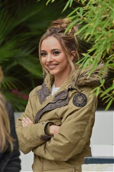 Jade ❤ with a bun️ Jesy Nelson, Perrie Edwards, Jade Little Mix, Jade Amelia Thirlwall, Little Mix Outfits, Litte Mix, Le Jolie, Girl Bands, These Girls