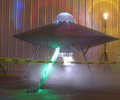 UFO Invasion at Area 51 Halloween Display Halloween Lawn, Alien Halloween, Halloween Haunted Houses, Halloween 2015, Holidays Halloween, Halloween Themes, Halloween Decorations, Halloween Crafts, Halloween Costumes