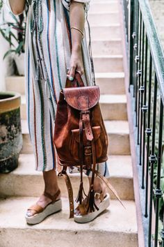 4 products you NEED to start out the school year. Vintage Leather Backpack, Leather Backpack Purse, Outfits For Mexico, Vintage Shoes Women, Backpack Outfit, Vintage Backpacks, Collage Vintage, Moda Vintage, Leather Dresses