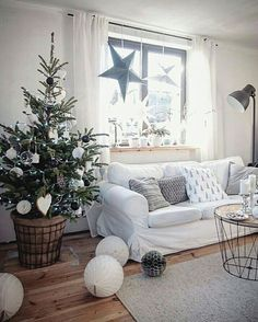 from the house of @marzena.marideko . . .  #christmas #woodenhouse #livingroom