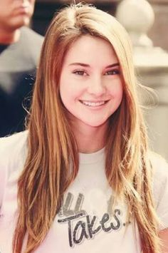 Read Frases: Mãe & Filha ❤ from the story Frases Para Status E Legendas Pra Fotos ❤ by with reads. Shailene Woodley, Most Beautiful Women, Beautiful People, Hunger Games, Hot Brunette, Brunette Beauty, The Fault In Our Stars, Hollywood Celebrities, American Actress