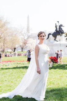 Tendance Robe du mariée  2017/2018  A classic Monique Lhuillier wedding dress with a cowl neck   Rodney Bailey Photo