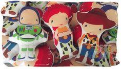 Festa Toy Story Buzz Woody e Jessie!!!  Alegria das Crianças!!!  Almofadinhas Artesanais Recortadas No Formato do Personagem!!!  Almofadas recortadas personalizadas de acordo com o tema de sua festa! Confeccionadas em Oxford com Enchimento Antialérgico de pluma de silicone importada ( não deforma...