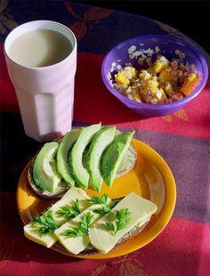 Ich sags immer wieder: Frühstück, Leute! Gibt nix besseres! Schaut mal Marias Frühstück an.  http://the-vegan-way.blogspot.de/2012/10/vegan-wednesday-13.html