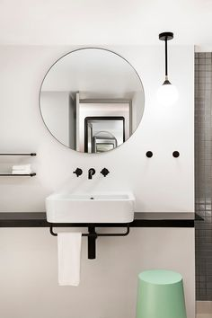 After the success of Ovolo Hotels in Melbourne, the operators again partnered with HASSELL to realise its bold design vision. Welcome Ovolo Woolloomooloo.