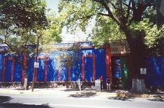 Éste es el museo de Frida Kahlo. Está en Mexico City. Es un museo sobre Frida Kahlo. Frida Kahlo is un pintor por los retratos.