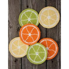 Citrus Slice Coasters // These fun crochet coasters will add a fresh touch to any summer get-together! Crochet Kitchen, Crochet Home, Love Crochet, Crochet Gifts, Knit Crochet, Crochet Bunting, Knitting Patterns, Crochet Patterns, Crochet Coaster Pattern