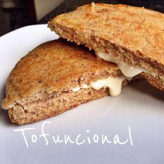 Um post rápido de uma receita que postei no instagram esses dias e já está fazendo muito sucesso, um pãozinho de frigideira super rápido e vegan! Ingredientes 2 colheres de sopa de farinha de sorgo…