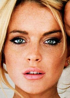 #LindsayLohan Celebrity #MakeUp Beauty Works London How to apply makeup correctly, info here: http://crazymakeupideas.com/12-nail-art-ideas-for-your-toes/