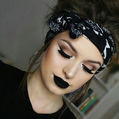 Chic Makeup Looks With Black Lipstick You Would Love To Try; Chic Makeup Looks; Black Makup Looks; Black Lipstick Makeup, Edgy Makeup, Grunge Makeup, Makeup Goals, Love Makeup, Skin Makeup, Makeup Tips, Daily Makeup, Makeup Ideas
