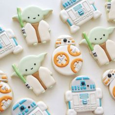 Star Wars Day - Super Cute Star Wars Cookies to Celebrate May the Fourth diy projects Today you celebrate Star Wars with these super-cute Wookie Cookies that are perfect for your party. In recent years, you have been practice to make a . Cookies For Kids, Fancy Cookies, Iced Cookies, Cute Cookies, Royal Icing Cookies, Sugar Cookies, Wookie Cookies, Star Wars Torte, Bolo Star Wars