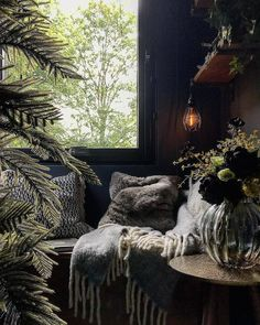 Dark Romantic Bedroom, Dark Cozy Bedroom, Goth Bedroom, Earthy Bedroom, Cozy Room, Aesthetic Bedroom, Bedroom Decor, Bedroom Inspo, Bedroom Ideas