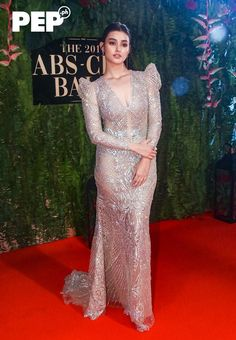 The ABS-CBN Ball takes Pinoy Pride to a new level with Filipiniana as the night's theme. Here are the A-listers who proudly flaunted fresh takes on Pinoy fashion Cute Girl Dresses, Prom Dresses For Teens, Top Wedding Dresses, Lace Mermaid Wedding Dress, Nice Dresses, Liza Soberano Gown, Lisa Soberano, Modern Filipiniana Gown, Philippines Dress