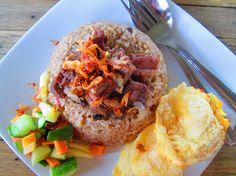 Nasi kebuli merupakan makanan olahan beras dan paduan daging kambing yang khas bernuansa Arab yang terkenal di Timur Tengah. Nasi kebuli terkenal dengan rasanya yang gurih dari santan ataupun susu. Bahkan citarasanya semakin khas serupa dengan ne...