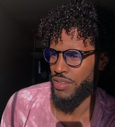 Interesting Hairdressing Tips You Should Use. When you care for your hair your whole life changes. Good hair tells other people that you are put together. Curly Hair Men, Curly Hair Styles, Natural Hair Styles, Black Is Beautiful, Beautiful People, Beard Images, Light Skin Men, Afro Punk Fashion, Men Hair Color