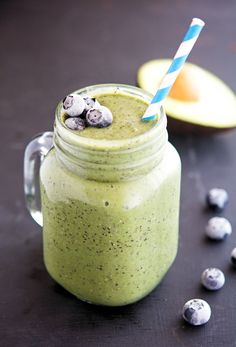 Avacado Smoothie, Blueberry Spinach Smoothie, Spinach Smoothie Recipes, Apple Smoothies, Healthy Smoothies, Healthy Drinks, Green Breakfast Smoothie, Blueberry Juice, Best Smoothie