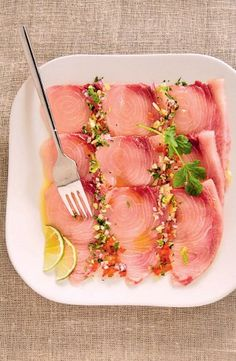 Carpaccio despadon à lhuile parfumée Raw Fish Recipes, Seafood Recipes, Appetizer Recipes, Healthy Recipes, Ceviche, Sashimi, Chefs, Fish Salad, Seafood Restaurant