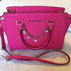 Michael Kors RARE RASPBERRY medium selma satch Michael Kors Medium (Rare/Hard to find) Raspberry selma, New, w tags, top zipper, cross body strap, ❌Silver CHARM/CHAIN NOT INCLUDED❌see separate listing DUST BAG INCLUDED, still has all original mk paper tissue paper inside,SILVER Hardware...  (size 11.Lx8.5Hx5.W) (only NWT medium raspberry on posh and m) Michael Kors Bags Satchels
